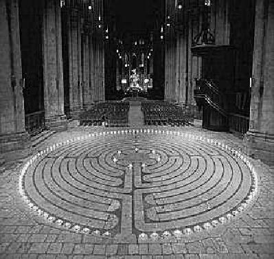 Labirintul catedralei din Chartres