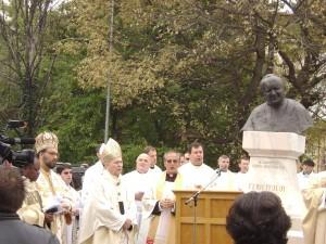 Statuia Fericitului Papă Ioan Paul al II-lea