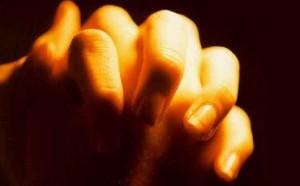 Maini în rugăciune